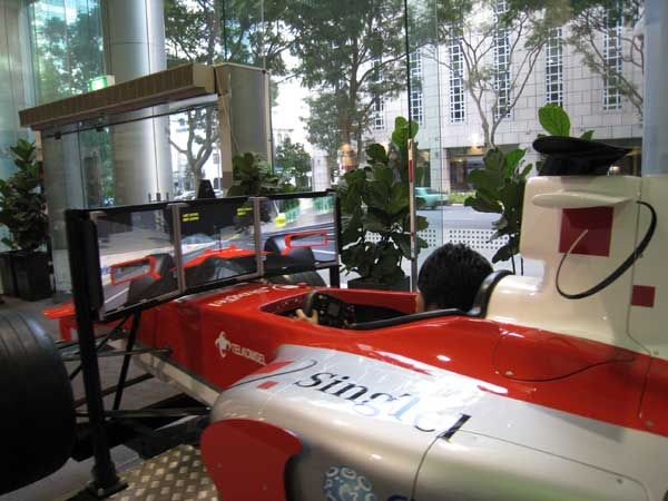 Blogger Race on the SingTel F1 Simulators « Blog | lesterchan.